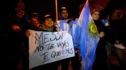 Maradona en tête, l'Argentine supplie Messi de revenir sur sa