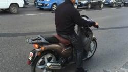 Les conducteurs des motos légères protestent à