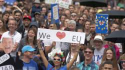 Ογκώδης διαδήλωση στο Λονδίνο κατά του Brexit με συνθήματα εμπνευσμένα από τη βρετανική ροκ και όχι