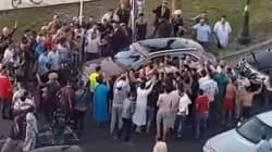 Tanger: La voiture de Mohammed VI se fait encercler par la