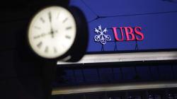 Η τράπεζα UBS ανακοίνωσε ότι έλαβε εντολή από τη φορολογική Αρχή της χώρας να δώσει πληροφορίες για πελάτες της στη