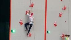Η αληθινή Spider-Wοman: Ιρανή σκαρφαλώνει έναν τοίχο τόσο γρήγορα που πιστεύουμε ότι είναι