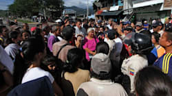 Βενεζουέλα: 500 γυναίκες έσπασαν τον κλοιό των στρατιωτών στην Κολομβία για να αγοράσουν εκεί είδη πρώτης