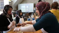 Un restaurant de Toronto ouvre sa cuisine aux réfugiées syriennes (PHOTOS,