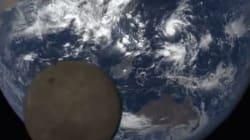 나사가 지구 사진을 찍는데 달이 '포토밤'을
