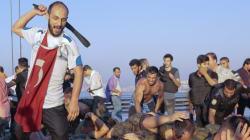 Scènes de lynchage de soldats putschistes dans les