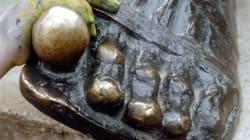 Οι «ιδεολόγοι της κουλτούρας του χύμα» «χτύπησαν» στη Θεσσαλονίκη. Έβαψαν τα νύχια του Αριστοτέλη
