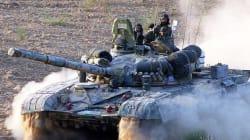 Η Ινδία απέστειλε 100 άρματα μάχης στα σύνορα με την