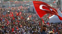 Η πλατεία Ταξίμ «φώναξε» για τη δημοκρατία. Χιλιάδες στη διακομματική συγκέντρωση στην