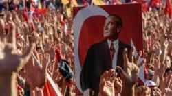 Turquie: offensive contre les médias, Erdogan rencontre