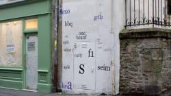 Ο καλλιτέχνης που καθαρογράφει τα μουτζουρωμένα γκραφίτι στους δρόμους της