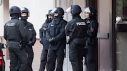 Μεγάλη αντιτρομοκρατική επιχείρηση σε τέμενος και σπίτια στην Κάτω