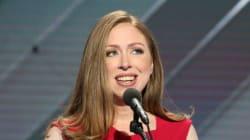 Η Τσέλσι Κλίντον παρουσίασε την μητέρα της σαν μια «στοργική μητέρα» στο Συνέδριο των