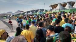 Au parc olympique, queues interminables, volontaires dépassés et