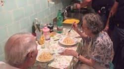 Αστυνομικοί στην Ιταλία βρίσκουν ζευγάρι ηλικιωμένων στο σπίτι του να κλαίει και τους μαγειρεύουν