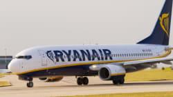 Επιβάτης της Ryanair τρέχει ανενόχλητος σε πίστα αεροδρομίου για να προλάβει το αεροπλάνο. Και τα