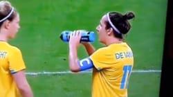 축구에 극도로 집중한 호주 선수의 멋진