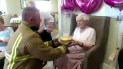 À 105 ans, elle a eu le cadeau dont elle rêvait... un pompier