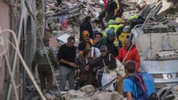 Οι πρόσφυγες που βοήθησαν τους επιζώντες στο σεισμό της Ιταλίας ξέρουν τι σημαίνει να