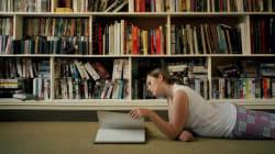 Μια νέα έρευνα αποκαλύπτει πως το διάβασμα συγκεκριμένων βιβλίων ίσως μας κάνει καλύτερους