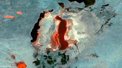 Δείτε μια από τις μεγαλύτερες λίμνες του κόσμου να συρρικνώνεται μπροστά στα μάτια
