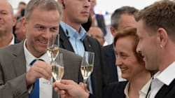 To ξενοφοβικό AfD ξεπέρασε το CDU στην εκλογική περιφέρεια της Μέρκελ σύμφωνα με τα exit
