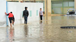 Tunisie: Des inondations dans un bus? Les passagers en rigolent