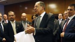 Ο Σεργκέι Λαβρόφ μοίρασε πίτσες και βότκες στους δημοσιογράφους επειδή «αργούσε» ο