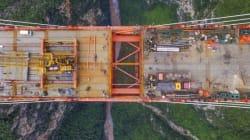 Αν έχετε υψοφοβία ΜΗΝ δείτε αυτό το βίντεο: Η «υψηλότερη γέφυρα του κόσμου» στην Κίνα είναι σχεδόν