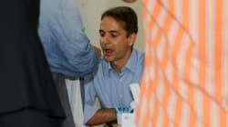 Περιοδεία Μητσοτάκη στα περίπτερα της ΔΕΘ - Έγινε εθελοντής δότης μυελού των