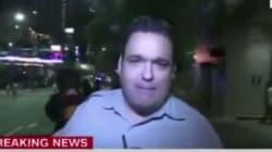 Εξοργισμένος διαδηλωτής έριξε στο πάτωμα ρεπόρτερ που μετέδιδε ζωντανά από τη Βόρεια