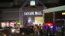 Νεκροί και τραυματίες μετά από περιστατικό με πυρά σε εμπορικό κέντρο της