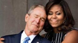 미셸 오바마와 조지 부시의 포옹에 '포토샵 전쟁'이 벌어졌다