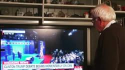 집에서 대선 토론을 보는 버니 샌더스의 뒷모습은 왠지 슬퍼