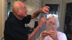 이 할아버지는 매일 아침 아내의 헤어스타일을
