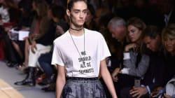 디올 최초의 여성 크리에이티브 디렉터가 특별한 티셔츠를