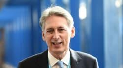 Για «αναταράξεις» προειδοποιεί ο βρετανός ΥΠΟΙΚ ενώ η χώρα μπαίνει σε τροχιά