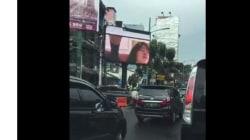 Διαφημιστική πινακίδα άρχισε να μεταδίδει πορνό στην Ινδονησία. Την είχε χακάρει