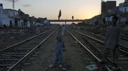 파키스탄에서 열차 폭탄테러로 25명의 사상자가