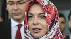 Ποιος είπε η Lindsay Lohan δεν είναι πολιτικοποιημένη; Φόρεσε μαντίλα, πήγε Τουρκία και «ερωτεύτηκε» τον