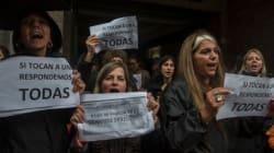 Η δολοφονία 16χρονης έπειτα από άγρια σεξουαλική κακοποίηση ξεσήκωσε τις γυναίκες στην