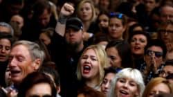 검은 옷의 시위대가 다시 폴란드의 거리로 뛰쳐 나온