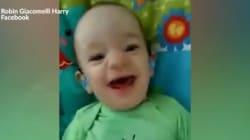 Le sourire de ce bébé qui entend sa mère pour la première fois est à