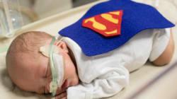 신생아 집중 치료실의 아기들이 슈퍼히어로로