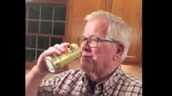 오랜 시카고 컵스 팬이 32년간 아껴둔 맥주캔을 시원하게