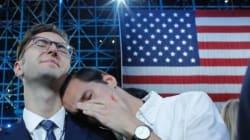 클린턴 지지자들이 뉴욕의 파티장을