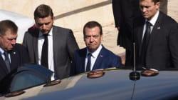 Δώρο Ισραηλινού υπουργού στον Μεντβέντεφ προκάλεσε εντάσεις με τις