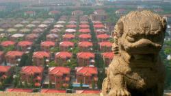 Η ακμάζουσα πόλη της Κίνας όπου όλοι οι κάτοικοι ζουν σε βίλες και μετακινούνται με