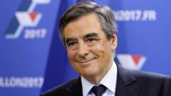 En France, Fillon arrive en tête de la primaire, Sarkozy reconnaît sa