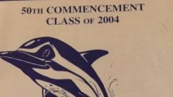 Pourrez-vous retrouver le message resté caché pendant 12 ans sur cette brochure